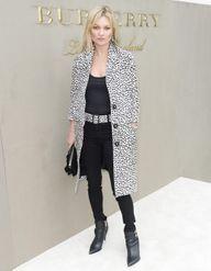 Pourquoi elle est bien : le léopard cool de Kate Moss au défilé Burberry