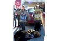 Fashion Week : La PETA traque les it-girl en fourrure