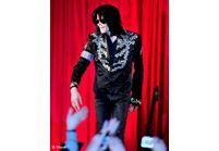 Michael Jackson voudrait adopter un enfant
