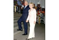 Sharon Stone nomme Bill Clinton président de l'AmfAR