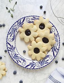Biscuits et confiture myrtilles-lavande