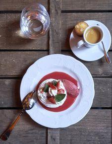 Pavlova, vanille, fraises ciflorette