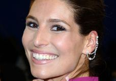 Laury Thilleman change de coiffure et s'inspire d'une célèbre chanteuse