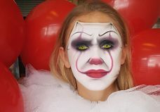Comment se faire le maquillage du clown Ça pour Halloween