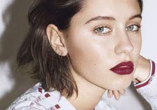 Iris Law est la nouvelle ambassadrice beauté de Burberry
