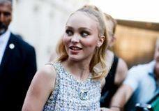 Lily-Rose Depp : inspirante en mini-robe rétro