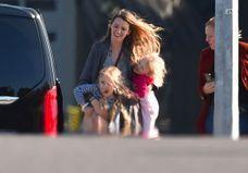 Blake Lively : à Paris, elle s'éclate avec ses filles et snobe les défilés !