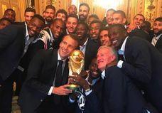 Les meilleurs selfies des Bleus à l'Elysée