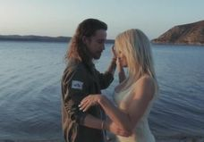#PrêtàLiker : Julien Doré en couple avec Pamela Anderson