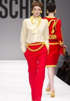 fashion week regardez en direct le defile moschino