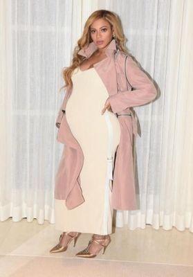 Beyoncé enceinte : découvrez les nouveaux clichés de son ventre rond