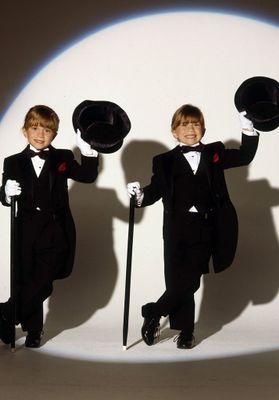 Bon anniversaire à  Mary-Kate et Ashley Olsen qui fêtent leur 30 ans pic.twitter.com/4PZtoF0F5G