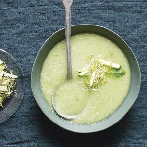 Soupe froide de concombre, pommes et wasabi de Trish Deseine