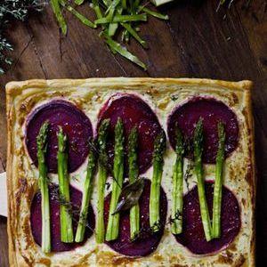 Tarte asperges et betteraves de Mimi Thorisson