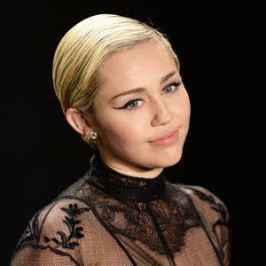 En Pleurs, Miley Cyrus Adresse Un Message À Donald...