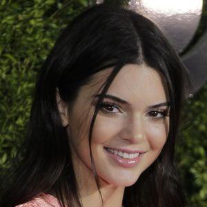 L'hommage De Kendall Jenner À Caitlyn Pour La Fête...