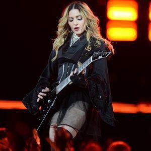 Madonna Perd La Garde De Son Fils Et S'effondre Sur...