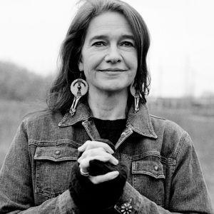 Louise Erdrich : « J'écris Pour Que Les Indiens Sur...