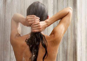 Voici pourquoi il ne faut pas surtout attacher sa chevelure sous la douche