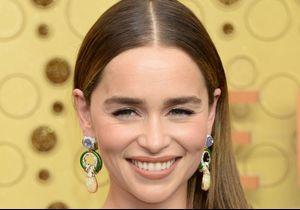 Emmy Awards : Emilia Clarke affiche des extensions de cheveux en hommage à Jennifer Lopez