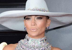 Jennifer Lopez se décolore les cheveux et dévoile un carré blond lumineux