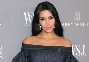 Kim Kardashian coupe ses cheveux en urgence et filme la scène