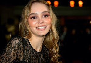 Lily-Rose Depp adopte une coiffure ultra-chic pour Chanel
