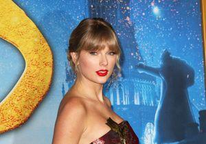 Taylor Swift : sa frange super vintage est la coiffure idéale pour les cheveux bouclés