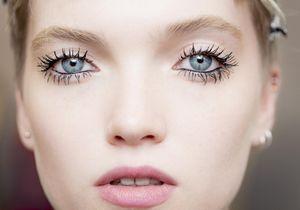 Voici le secret du regard hypnotique du défilé Dior