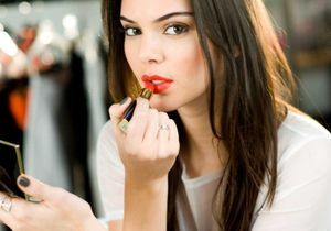 Voici comment refaire (facilement) les deux maquillages emblématiques de Kendall Jenner