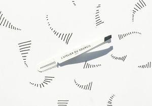 #ELLEBeautyCrush : La pince à épiler et son peigne intégré de l'Atelier du Sourcil