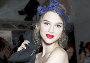 Backstage Alexis Mabille : l'attache country vs le make-up pin 'up