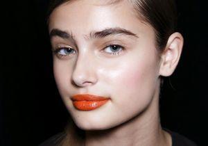 Maquillage d'été : comment porter la bouche tangerine