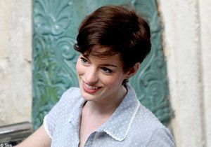 Cheveux : Anne Hathaway passe au court, très court…