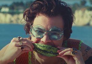 Harry Styles met du vernis rose… et on s'en réjouit !