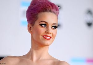 Katy Perry se met à la création de faux-cils