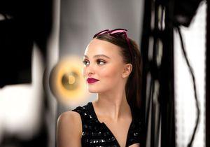 Lily-Rose Depp dans les pas de Vanessa Paradis pour Rouge Coco Flash de Chanel
