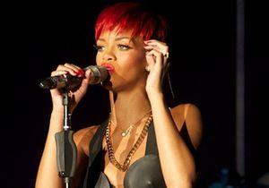 Rihanna dévoile une crinière rouge flamboyante