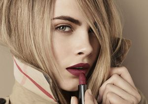 Cara Delevingne, nouvelle égérie make up de Burberry