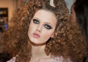 On aime le maquillage à la feuille d'or du défilé Chanel Croisière