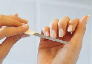 Comment se débarrasser des petites peaux autour des ongles ?