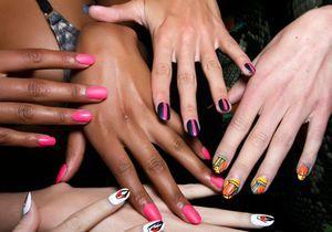 Comment bien poser des stickers sur les ongles