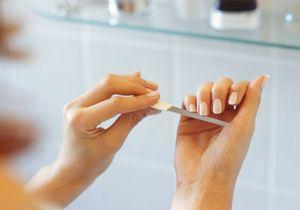 Eliminer les peaux autour des ongles