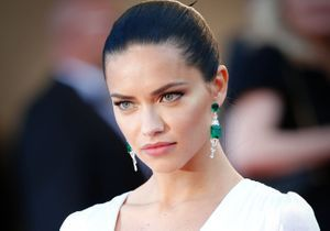 Le look du jour de Cannes : Adriana Lima en Prada