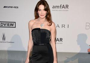 Le look du jour de Cannes: Carla Bruni-Sarkozy à l'amfAR