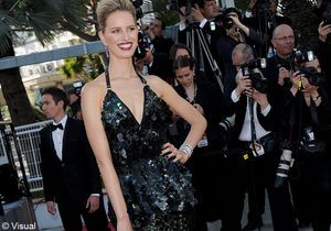 Le look du jour de Cannes : Karolina Kurkova