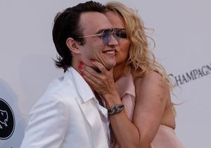 Cannes 2019 : découvrez Brandon Lee, fils de Pamela Anderson, sensationnel sur la Croisette