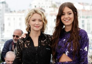 """Cannes 2019 : Virgine Efira, Adèle Exarchopoulos et toute l'équipe du film """"Sibyl"""" réunie pour un photocall sur la Croisette"""