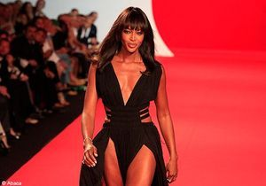 Naomi Campbell, star du défilé « Fashion for Relief » à Cannes