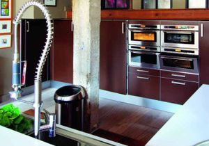 Un loft moderne, confortable et coloré!